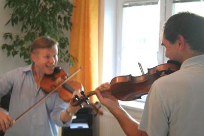 """In unseren Geigenstunden wird meist viel gelacht. """"Der Weg ist das Ziel"""", während du mit mir deine ganz individuellen Lernziele verfolgst."""